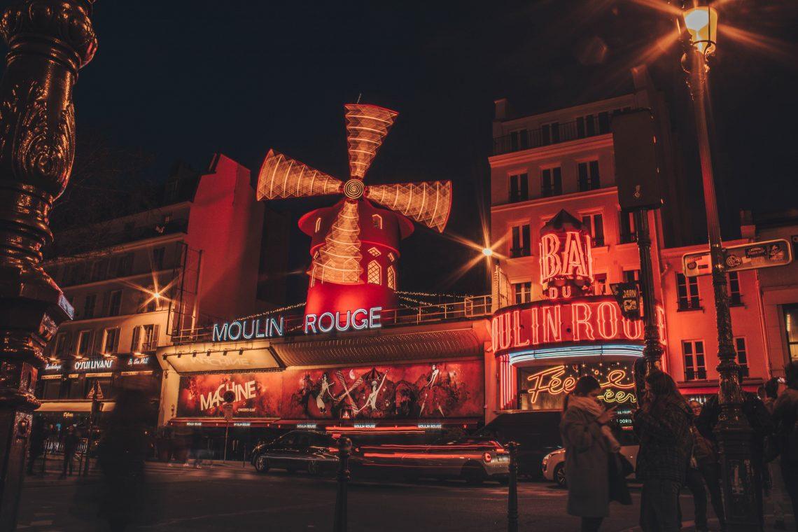 Le Photo nocturne du «Moulin Rouge» de Pigalle