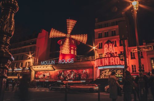 Le Photo nocturne du «Moulin Rouge» de Pigalle